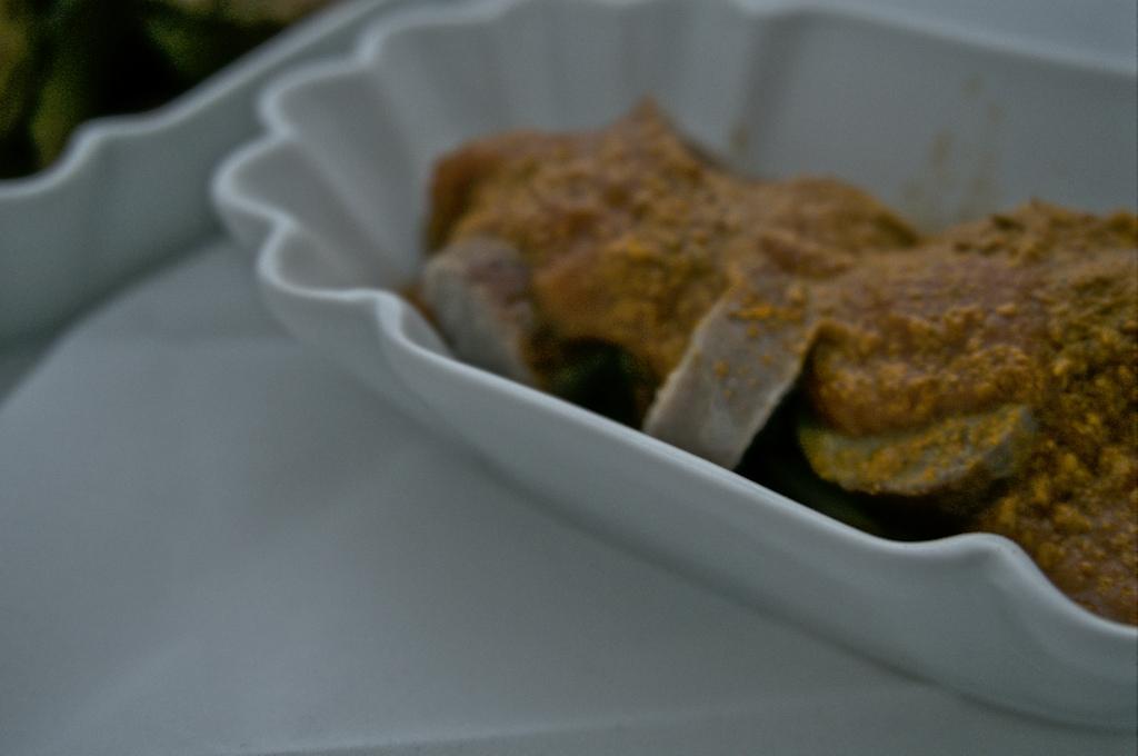 currywurst mit fruchtiger sauce zum selbermachen happy plate. Black Bedroom Furniture Sets. Home Design Ideas