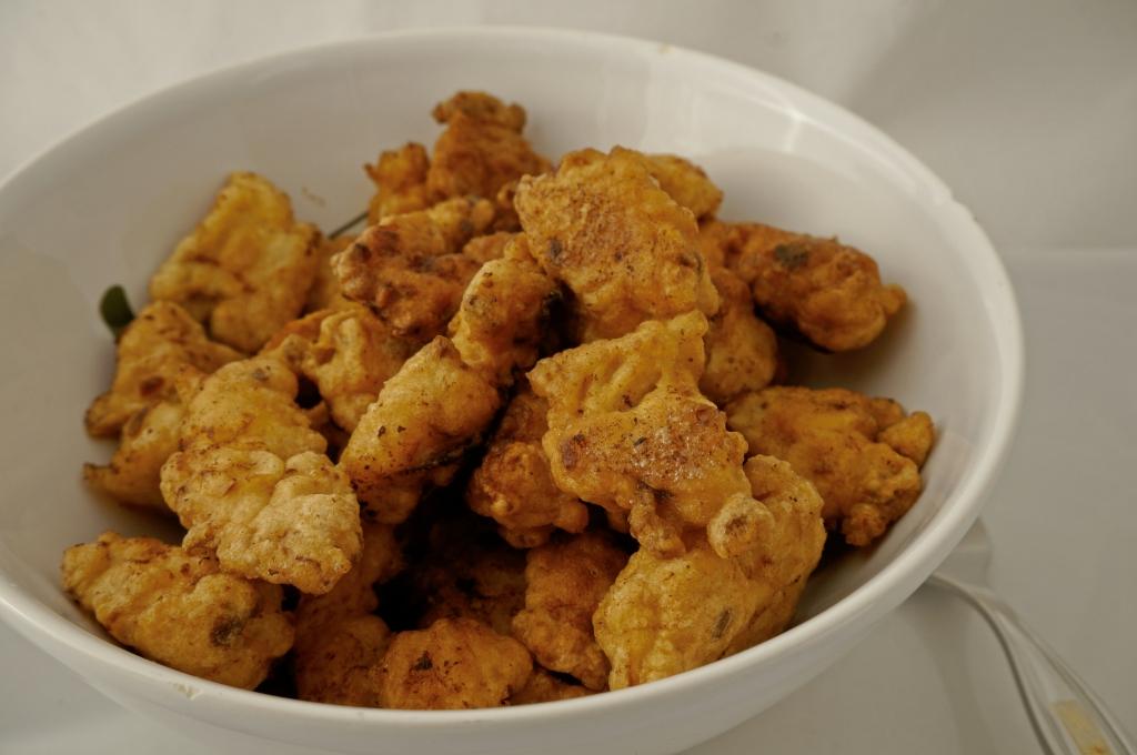 Chicken Popcorn erinnert im Aussehen sehr an normales Popcorn und hat ...
