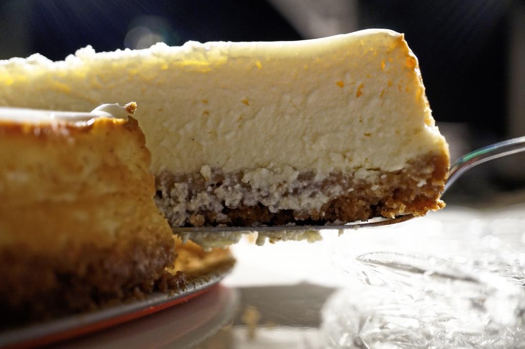 Klassischer New York Cheesecake mit Sauerrahmtopping
