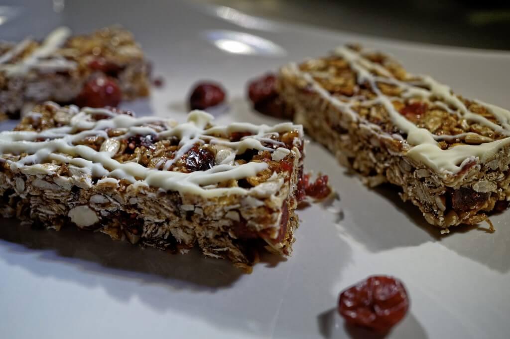 Cranberry Müsli Riegel mit weißer Schokolade