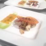 Bottarga–Carpaccio an Kalamares–Radicciosalat mit Kürbis–Mojo verde und Orangenchip