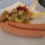 Bockwurst mit lauwarmen Kartoffel-Chicorée-Salat und Orangensenf