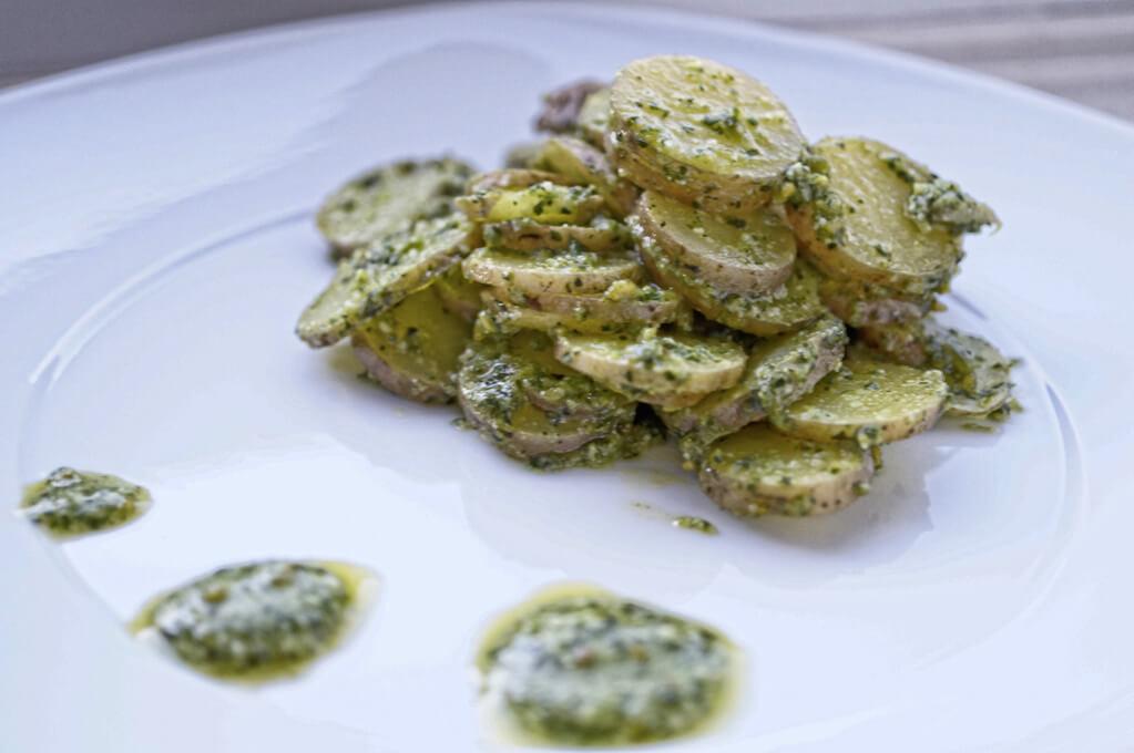 sous vide gegarter Kartoffelsalat mit Pistazienpesto