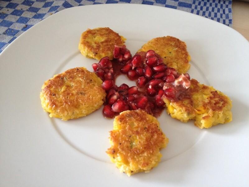 Mandel-Maistaler mit Granatapfeldip