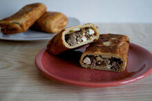 Pfannenbörek mit Hackfleisch und Fetakäse 3