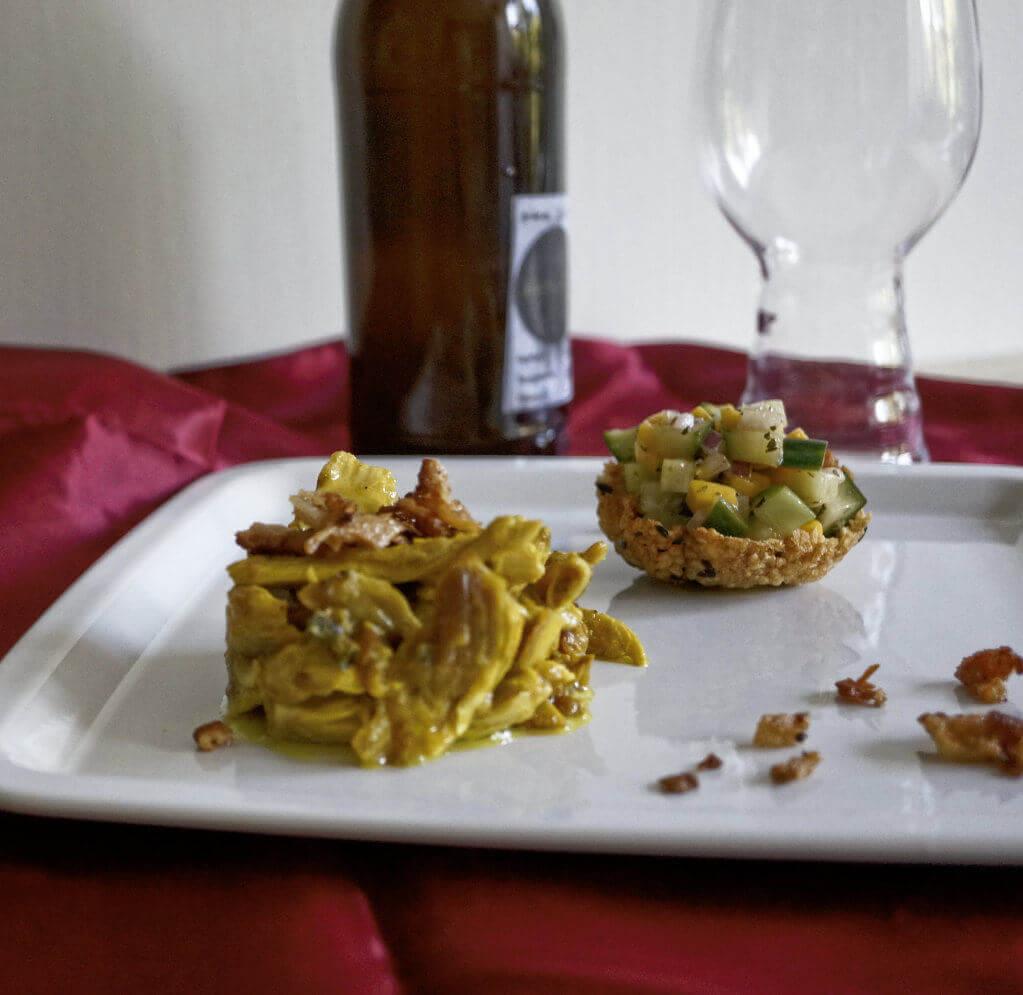 Curry Pulled Chicken an Mango - Gurken - Salat im Reiscracker 1