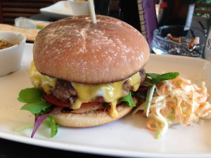 Leckerer Cheeseburger aus München - Lehel