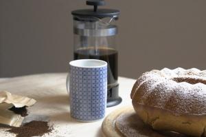 Marzipan Leinsamen Kuchen mit Kaffee