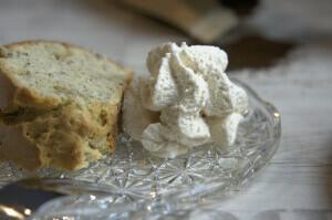 Marzipan Leinsamen Kuchen mit Salted Cream Whipped Cream