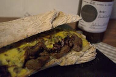 Ein Philly Cheesesteak im happy plate - Style 3
