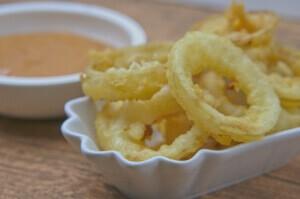 Zwiebelringe/Onion Rings frittiert