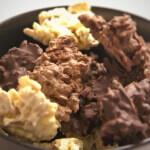 Schokokonfekt mit weißer, dunkler und Vollmilchschokolade
