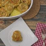 Schinken Käseschnecken mit Mohnglasur von oben