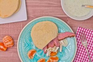 Entenpita mit Chinakohl Mandarinnen und Gurken und selbstgemachten Pita