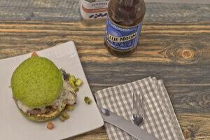 grüner Spinatburger mit Lamm von oben