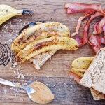 Sandwich mit Erdnussbutter, Bacon und Banane