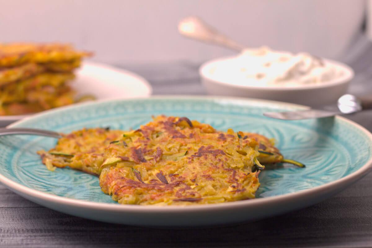 Zucchini-Möhren-Kartoffelpuffer mit selbstgemachten Kartoffelpuffer
