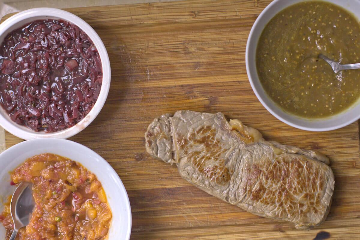 Saucen zum Steak mit Rotweinschalotten,, grüneR Ketchup & Mangochutney
