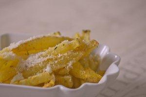 Pommes mit italienischem Gewürz und Parmesan