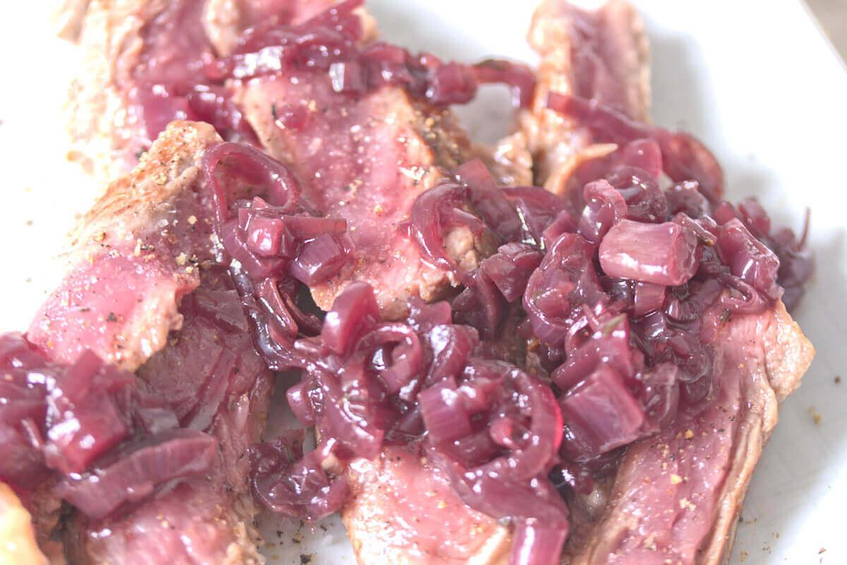 Rotweinschalotten für das perfekte Steak