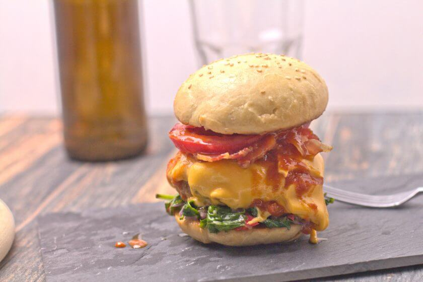 Barbecue Burger mit Spinat