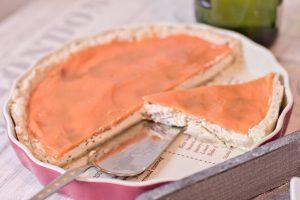 Iberico Frischkaese Quiche mit Moehrenglausr von oben_