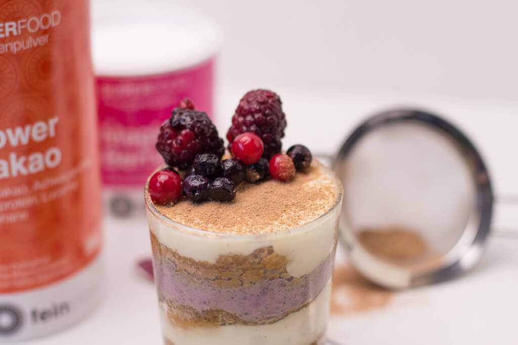 Veganes Tiramisu mit Magic Berry und Power Kakao_