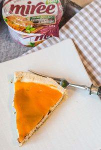 Iberico Frischkaese Quiche mit Moehrenglasur