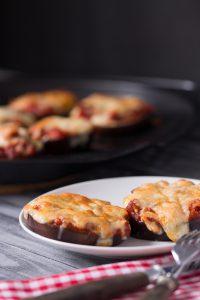 Vegetarische Low Carb Auberginen Pizza