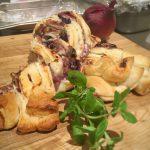 Pizza Striezel mit Bacon, Austernpilzen & Heidelbeeren