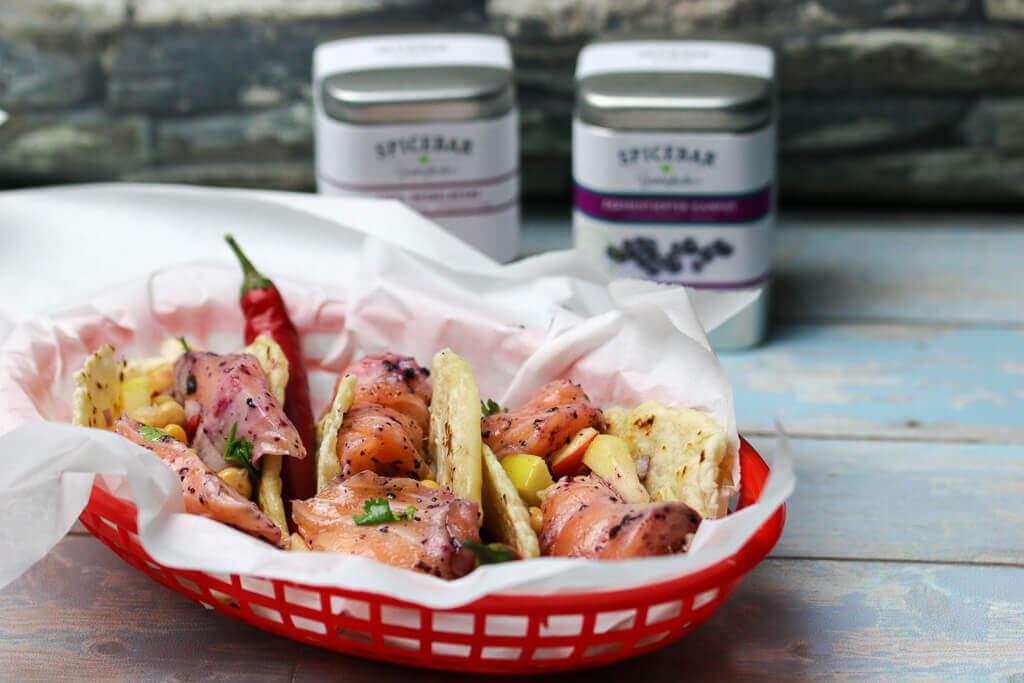 Tacos mit Lachs Ceviche und Kichererbsensalsa