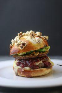 Cheeseburger mit Cranberry Maronen und Rosenkohl