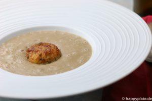 Maronensuppe mit Kokosilch und Kartoffel-Reisbaellchen