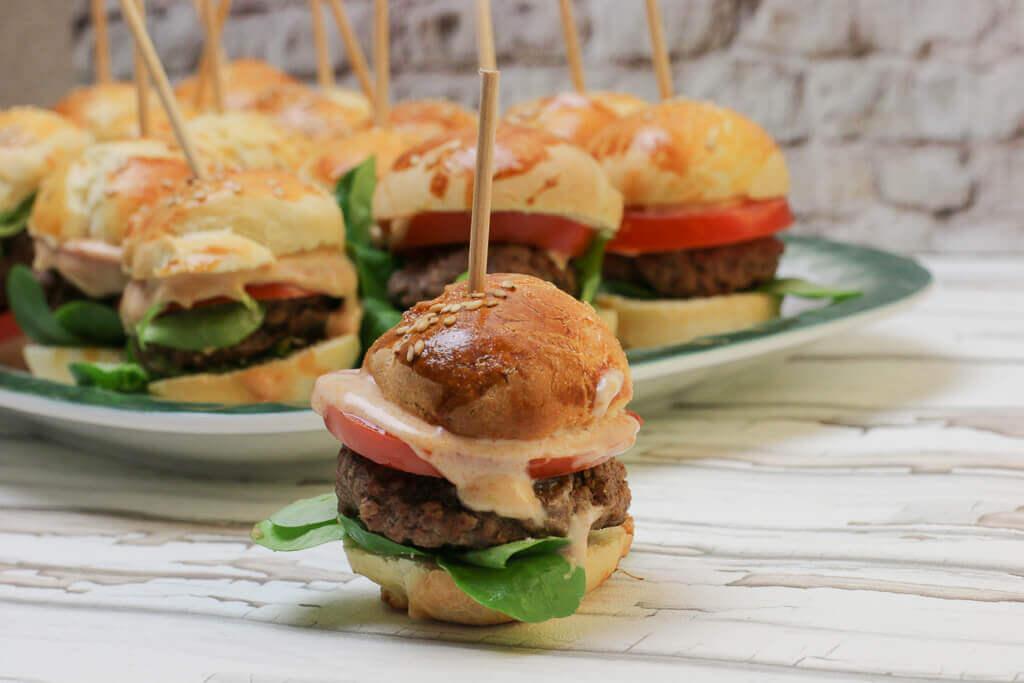 Mini Burger für die Party zu Hause
