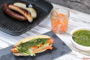 Banh Mi Style Hot Dog mit Koriander Pesto