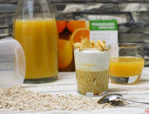 Overnight Oats mit Orangensaft, Joghurt und Apfeltopping