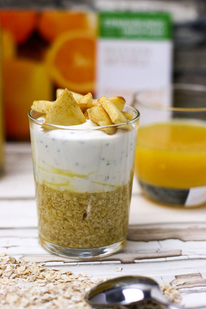 overnight oats mit orangensaft joghurt und apfeltopping. Black Bedroom Furniture Sets. Home Design Ideas