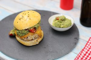 Spicy Chickenburger mit Guacamole