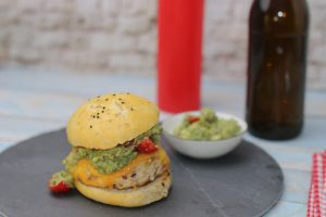 Hähnchenburger mit Guacamole und Kaese