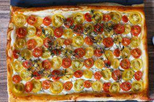 Tomaten Tarte mit Ziegenfrischkäse und Thymian