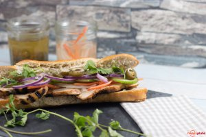 Banh Mi Sandwich aus Vietnam mit Hähnchen einfach zu Hause gemacht