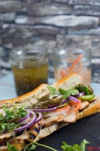 Banh Mi ein vietnamesisches Sandwich mit Hähnchen