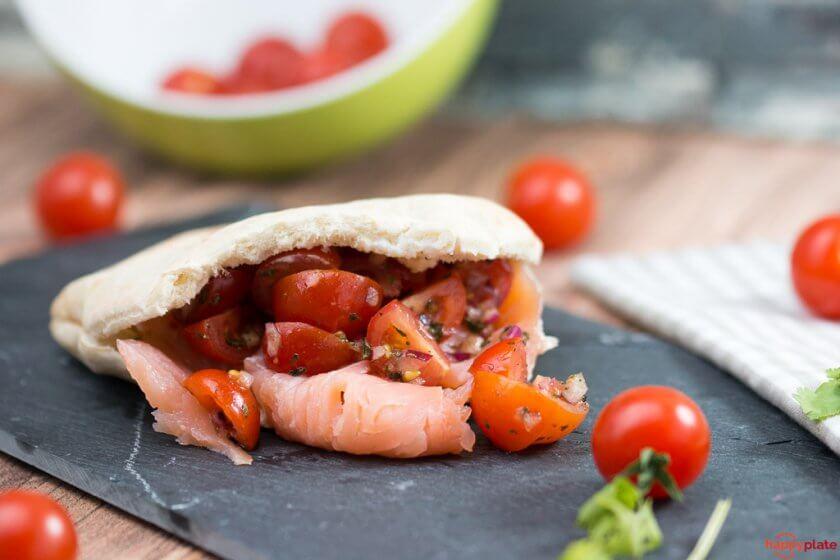 Lachs Pita mit tomaten und Ingwer - Joghurt