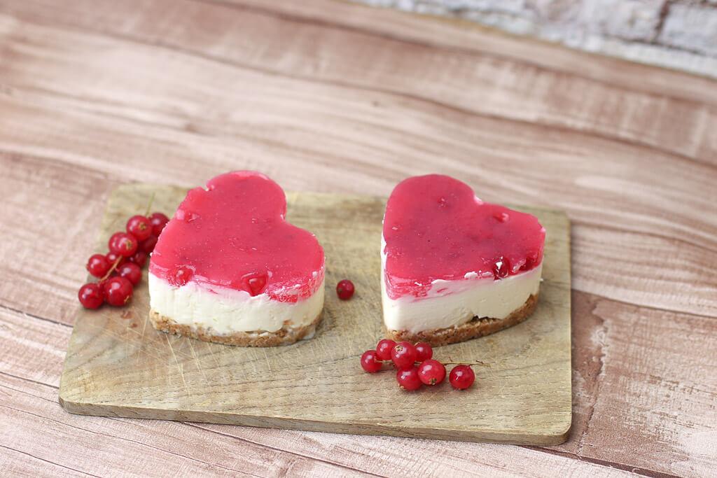 Mini No Bake Cheesecake In Herzform Mit Johannisbeeren Happy Plate