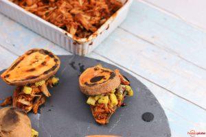 Sweet Potato Toast mit Pulled Jackfrucht und Mango Salsa