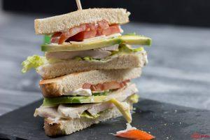 Caesar Club Sandwich mit Avocado ohne Bacon