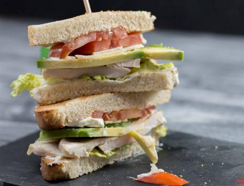 Caesar Club Sandwich mit Avocado statt Bacon