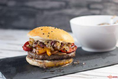 Mexikanischer Burger mit Gegrillter-Ananas-Salsa und Fajita Gemüse