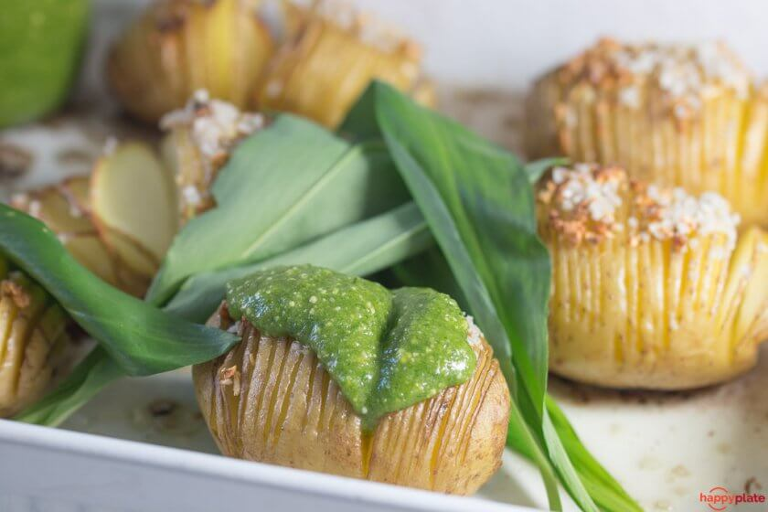 Hasselback Potato mit Baerlauch Pesto
