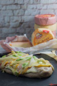 Ofenbrot mit Spargel, Schinken und Käse